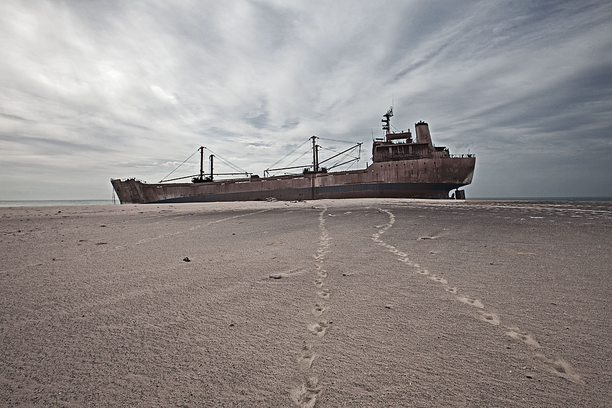 stranded #4.1, mauretania, 2011 (mv united malika ran aground on 04.08.2003 - all were rescued by the mauritanian navy)