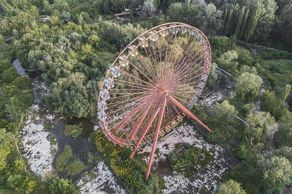 lost berlin #11. germany, 2017 (the 45m high ferris wheel in the Spreepark was built in 1989 and closed in 2002 due to bankruptcy)
