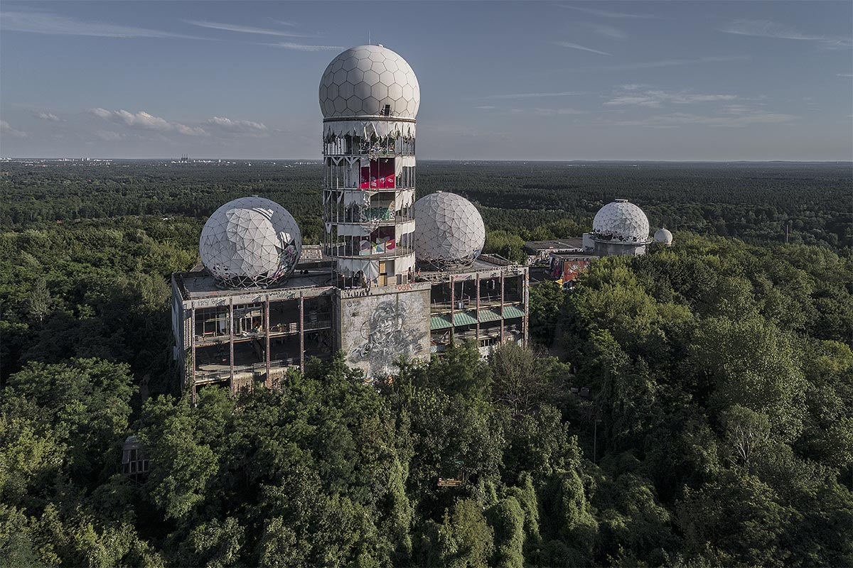 lost berlin #2, germany, 2017 (the spy station Teufelsberg was built on a mountain of WW2 rubel in the cold war. Up to 1500 people worked here. abandoned since the 90s)