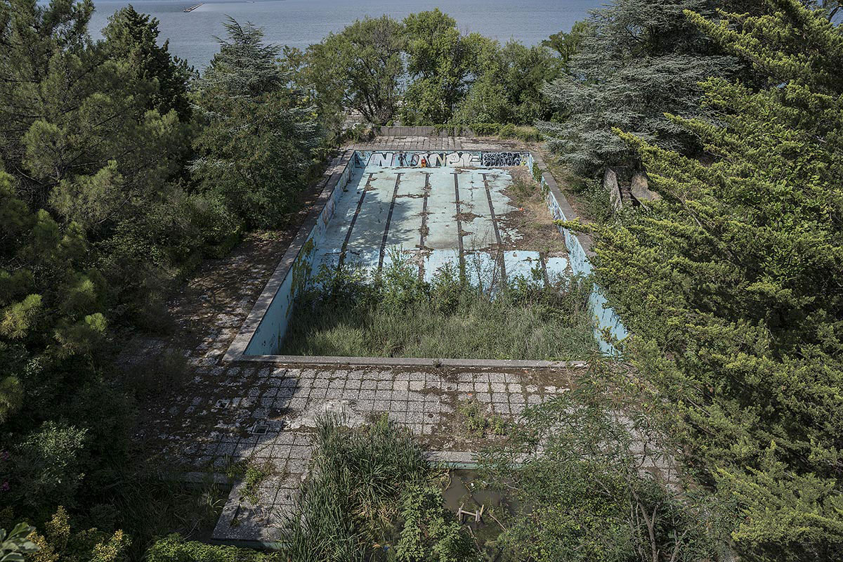 it was a pleasure #89, italy, 2017 (olymipic size pool next to the ocean that is closed for 20+ years. the green starts to grow in the deep side of the pool)